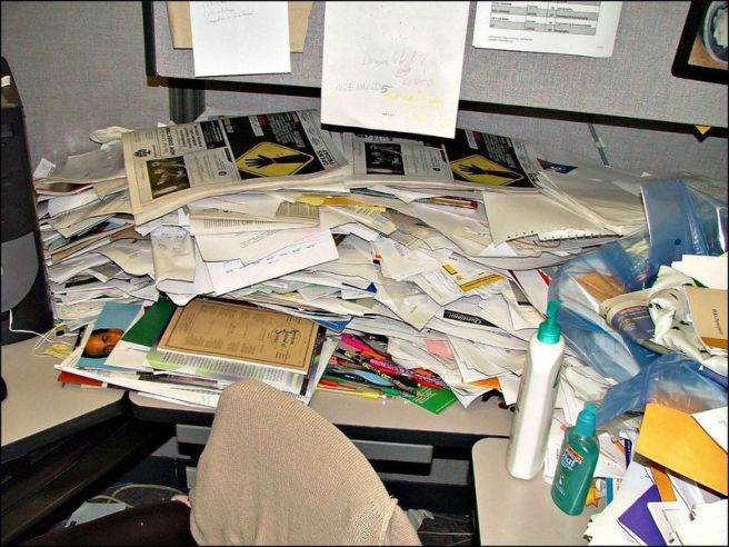 0messy-desk